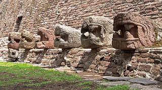 Tlanepantla : Pirámide de Tenayuca-lado Sur  - el lado sur evoca
